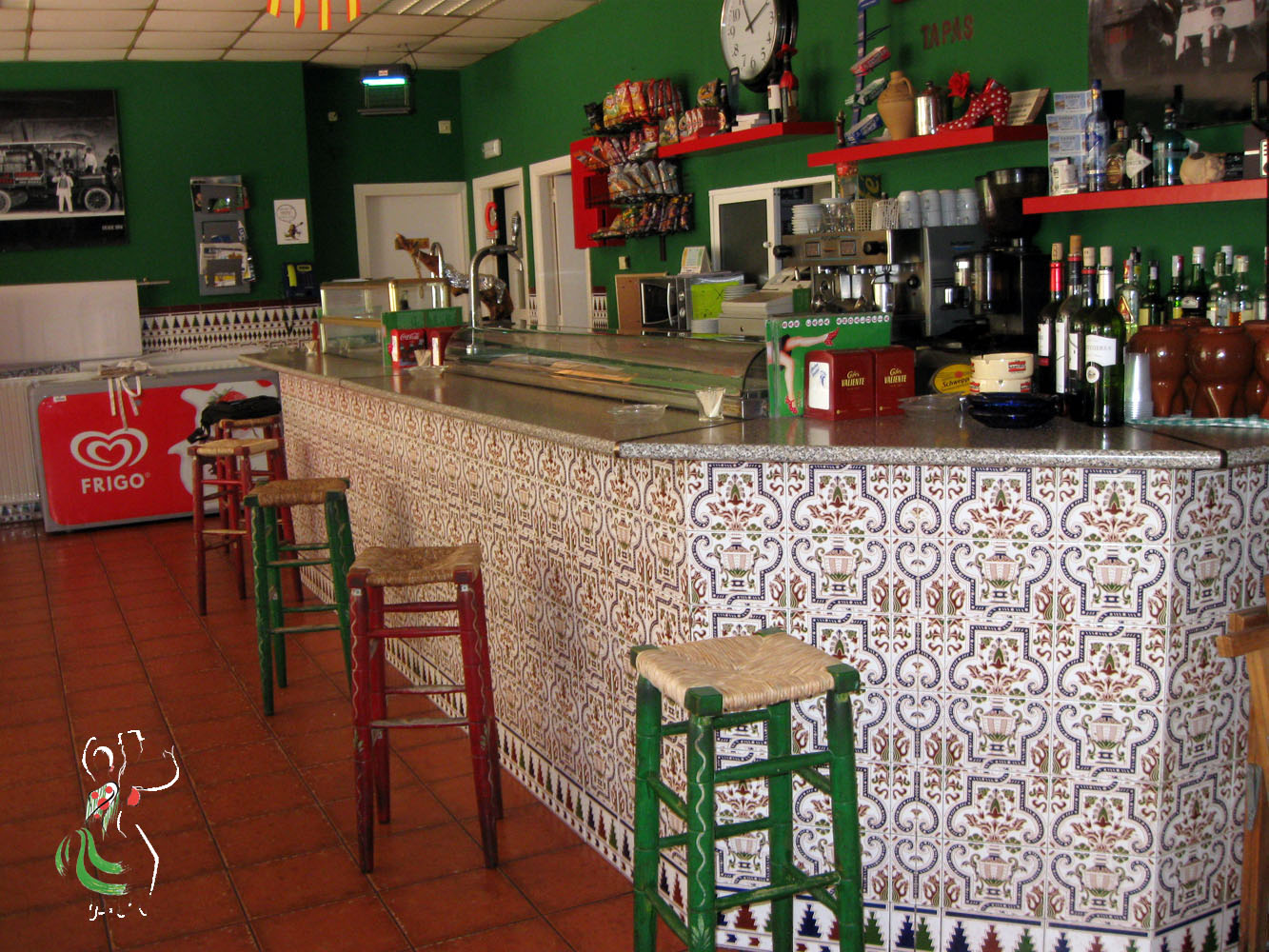 Barra del bar de la casa de andalucía huesca