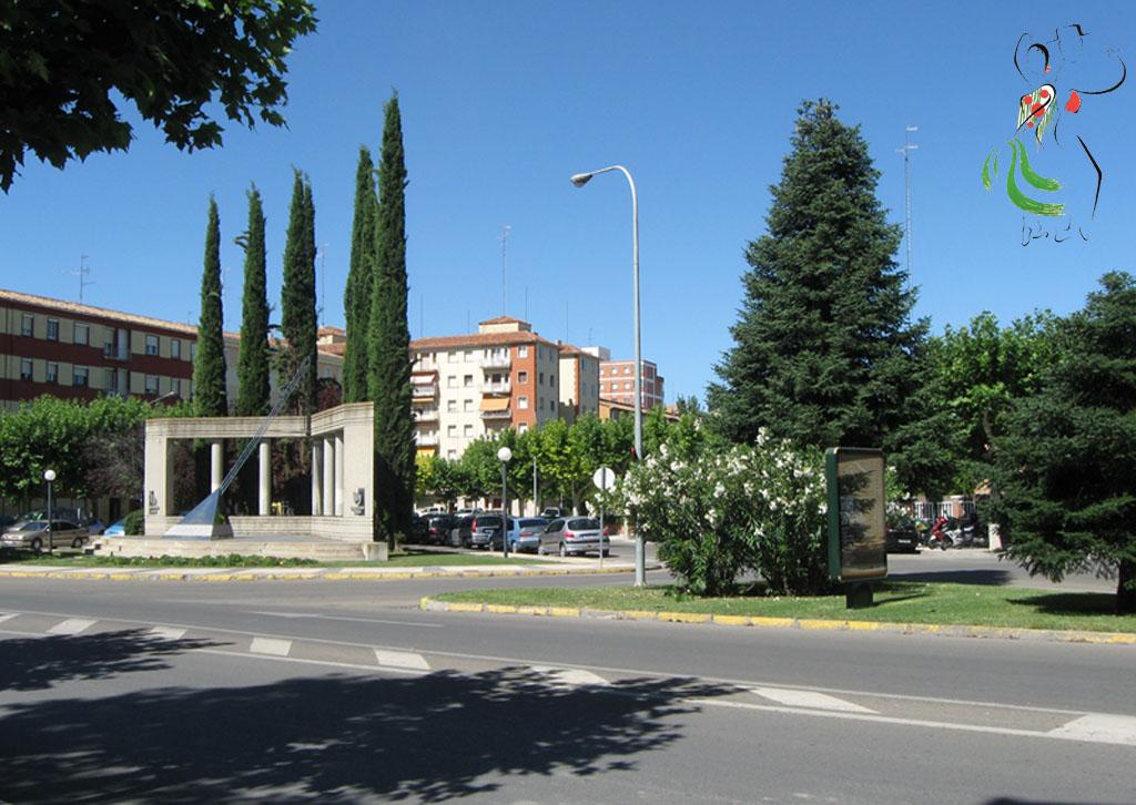 Monumenta de la Paz en Huesca donado por el rotary club